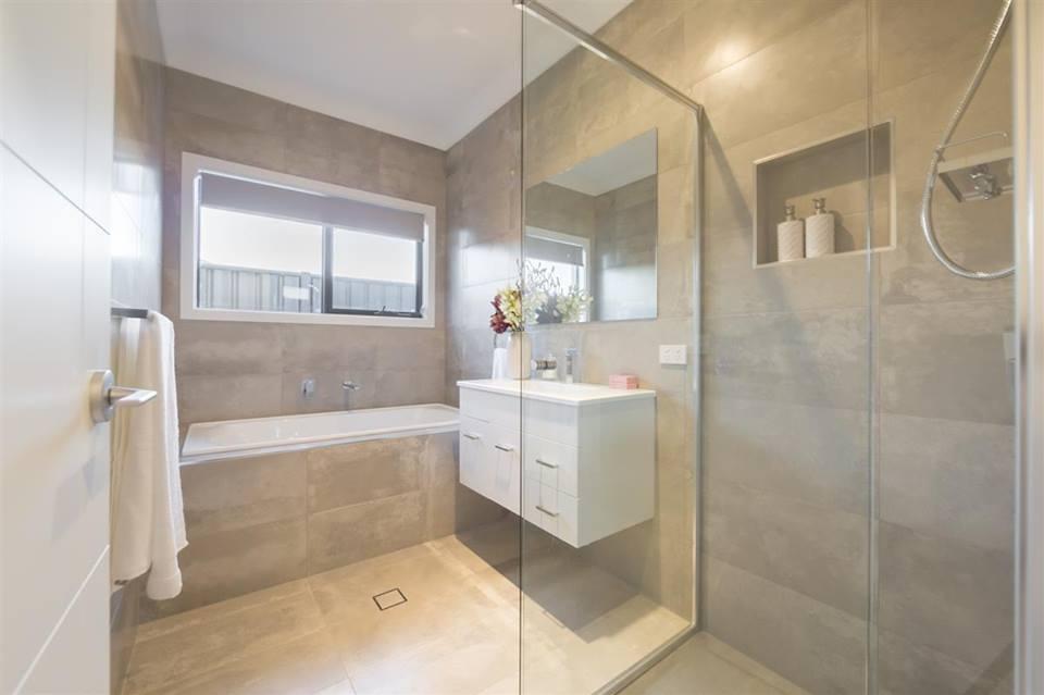 comment choisir son carrelage de salle de bain demiratus. Black Bedroom Furniture Sets. Home Design Ideas