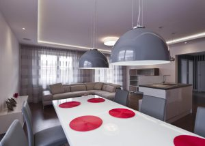 salle à manger avec lustres